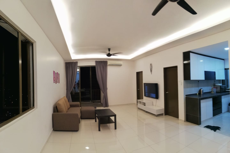 躺阔的客厅与舒适的的沙发!Big and comforter living room