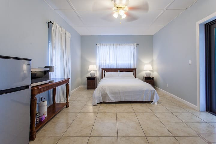 #3 PRIVATE SUITE IN MIAMI HOLLYWOOD WITH PARKING