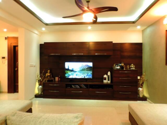 """Wild Jasmine"" Private Room- Heart of Indiranagar"
