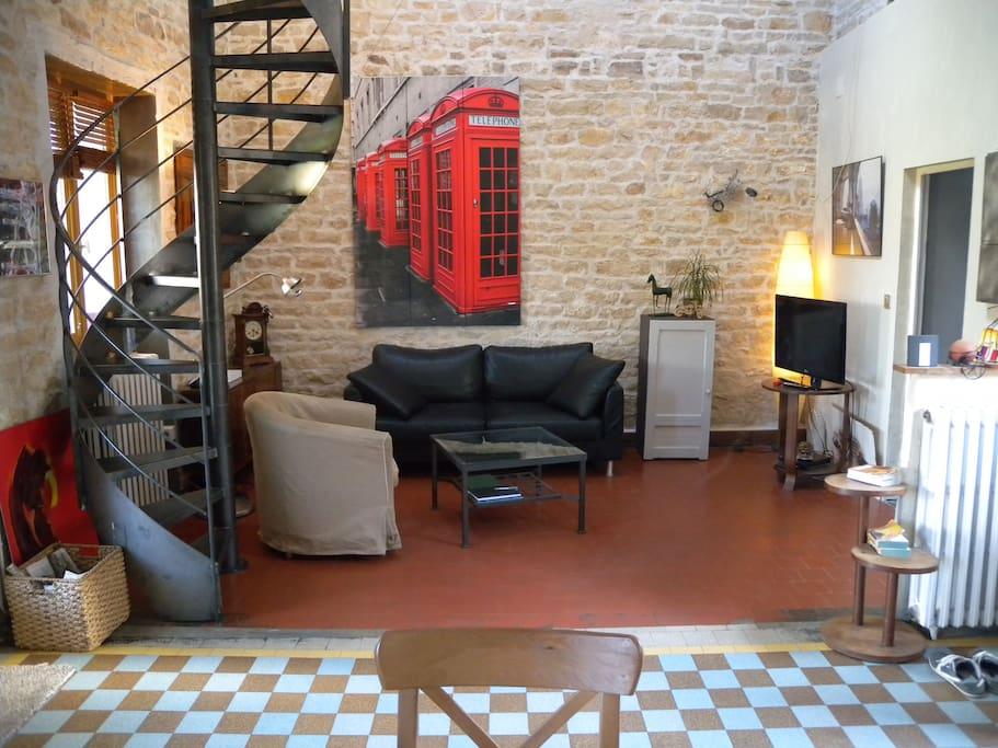 Grande pièce côté salon Mezzanine Accès Privé non occupée