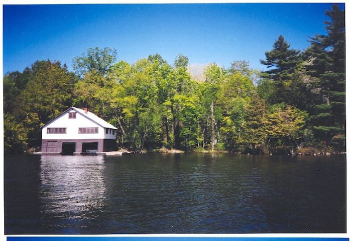 Lake Rosseau cottage   5 min to Windermere Hotel
