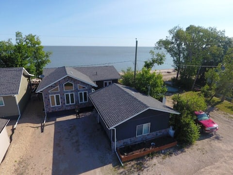 Gorgeous 3 bedroom lakehouse with stunning views