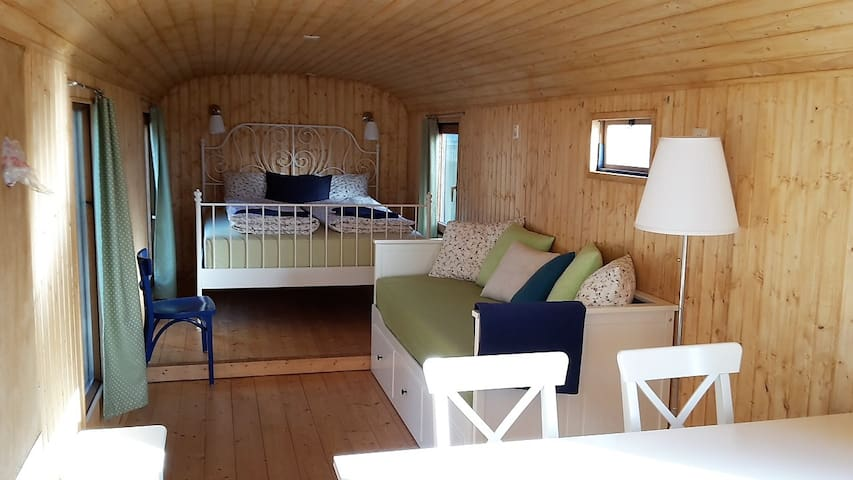 Cosy circustrailer for your family - Freienstein-Teufen - Szoba reggelivel