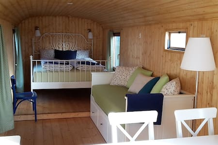 Cosy circustrailer for your family - Freienstein-Teufen - Bed & Breakfast