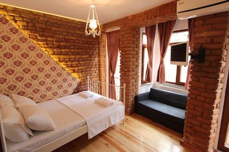 Lovely&Cheap&Cozy studio in Taksim - Beyoğlu