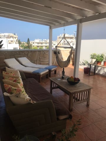 MP Retro 1 Bedroom Apartment near the Sea