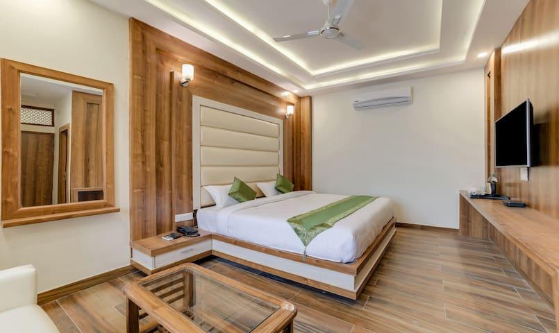 Hotel Gk Residency