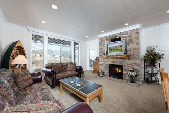 A Lakeside Mountain Condo - 3 Bedrooms near Pineview Reservoir LS28