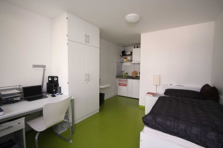 Furnished Private Room 10min from Stuttgart Airpor - Stuttgart - Appartement