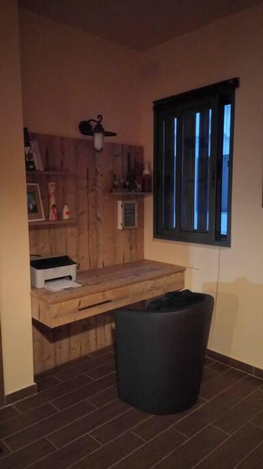 Common area Desk