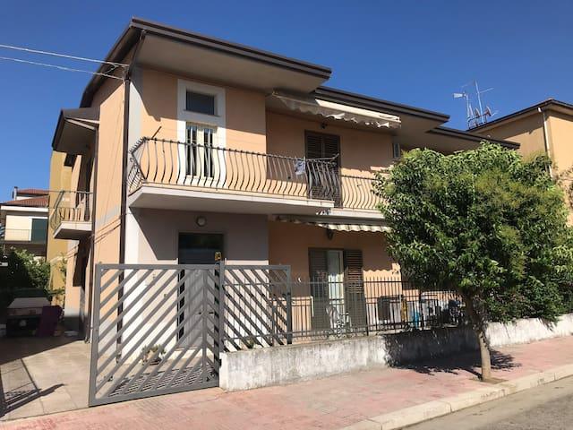 175sqm apartment near the beach