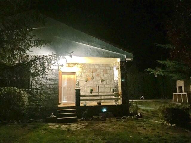 Casa de sierra con bbq y canasta - Navalperal de Pinares - House