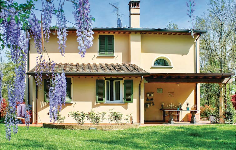 Holiday cottage with 2 bedrooms on 120m² in Pontedera (PI)