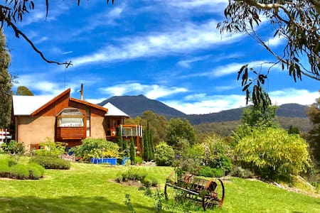 STUNNING RETREAT - AMAZING VIEWS! 10 mins to MONA - Collinsvale - House