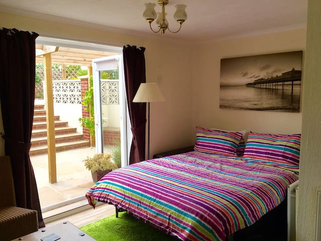 Bed settee in lounge area