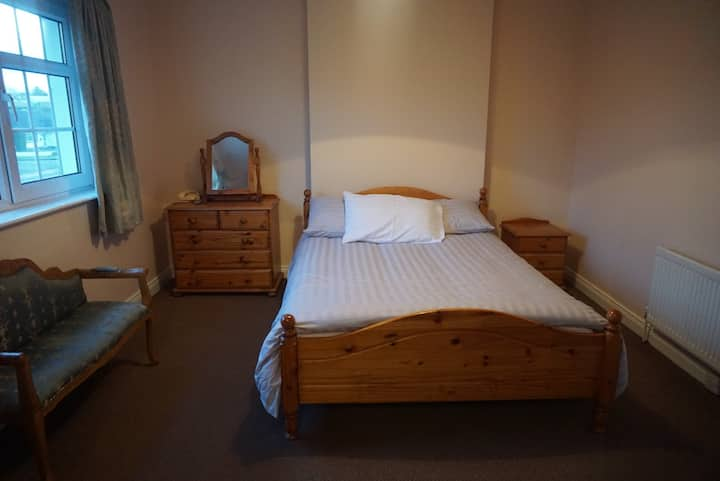 Lough Gill Lodge (Double Room)