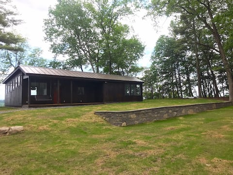 Private Mountaintop Gem - 10 min to Kingston