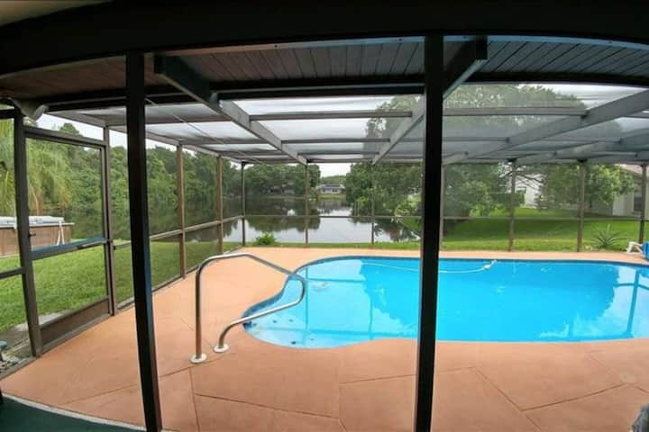 Pool Home on Pond 3/ in New Port Richey/Riverwood