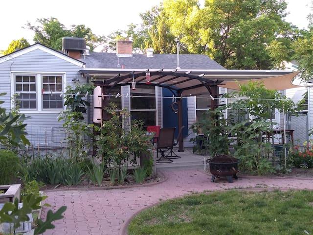Family-friendly house & beautiful garden
