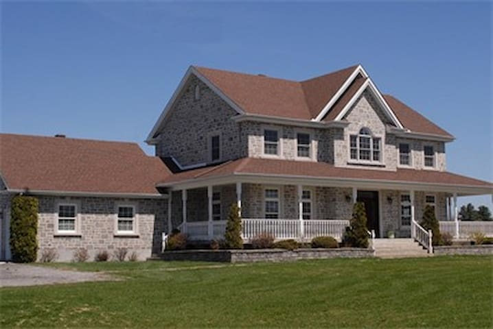 Peaceful Stay at the Farm - Grenville - Bed & Breakfast