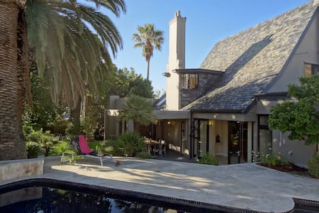 Luxury Art Collectors 3BDR House with Pool - Cape Town