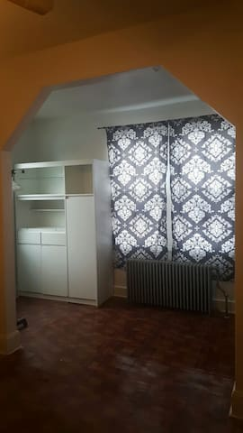 Spacious,  bright room near NYC, open June 1st - North Bergen - Hus