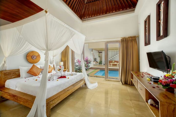 Private Poo villa with King size bed