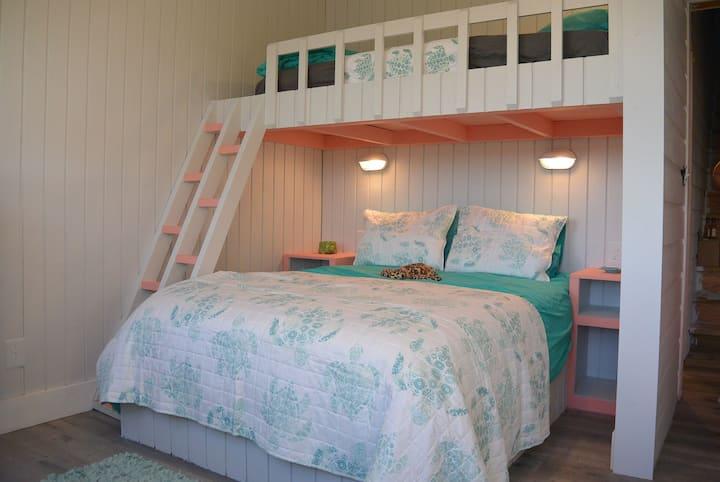 Sea Turtle Room, Russell Island, Spanish Wells, BA