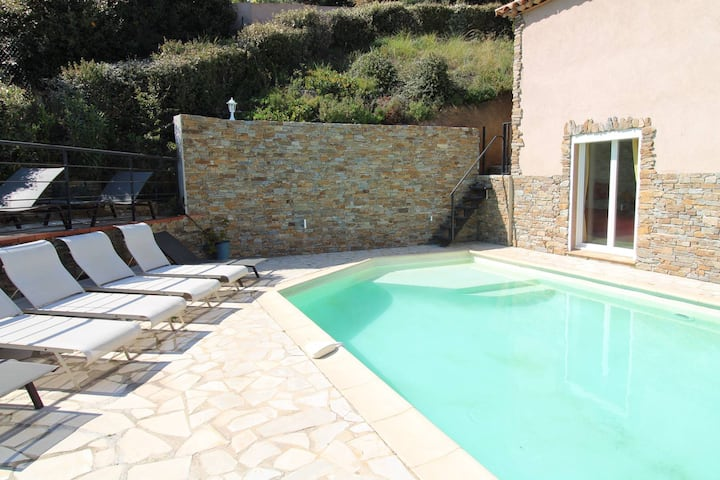 Mas Provençal 10 personnes avec piscine privée, vue collines, golf et aperçu mer.