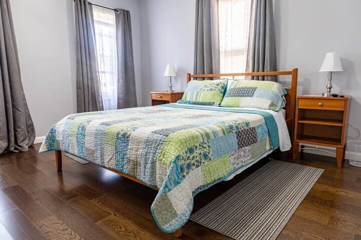 2 - Deluxe Room with Queen Size Bed