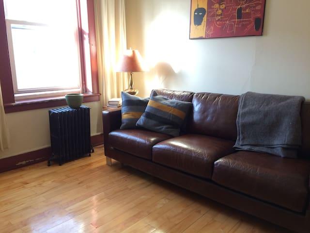 Guest Room in Downtown Burlington - Burlington - Apartment