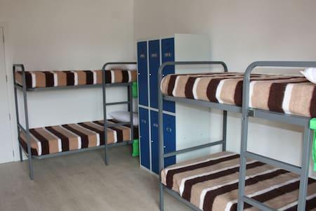Dormitorio compartido 1/3 de 6 cama - Valderrobres