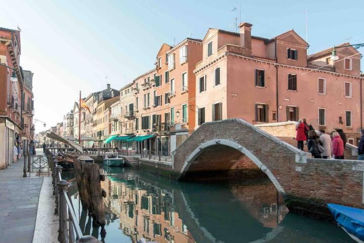 Venezia Biennale via Garibaldi