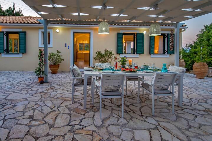 Villa Sofia on the Beach, Private  Pool, A/C wi-fi
