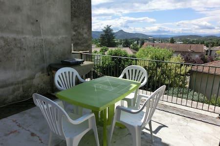 Appartement centre ville et terrasse au calme - Vallon-Pont-d'Arc - Lakás