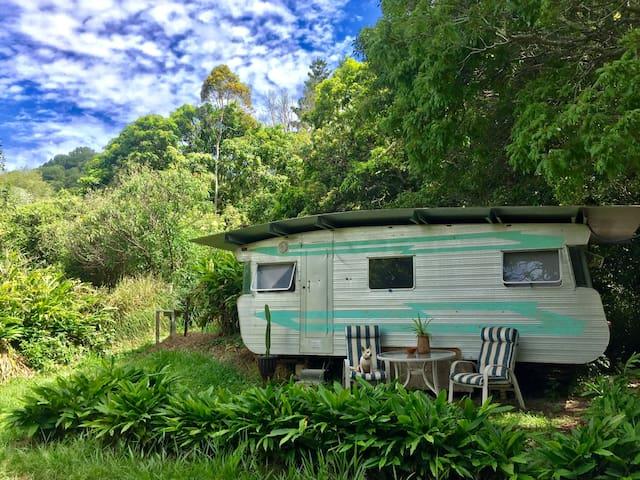 Noosa Hinterland Self-Sufficient Farmstay Caravan