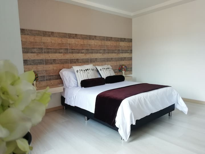 """""""Awesome Apartment & Best Location in LAURELES """""""
