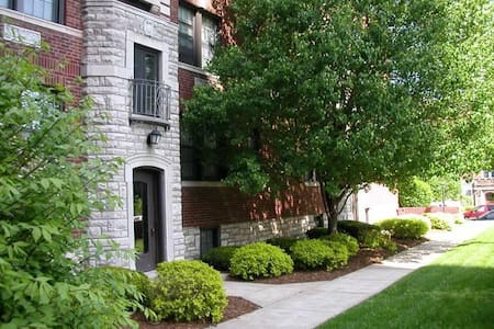 Cute DeMun Apartment in the center of STL - เคลย์ตัน - อพาร์ทเมนท์