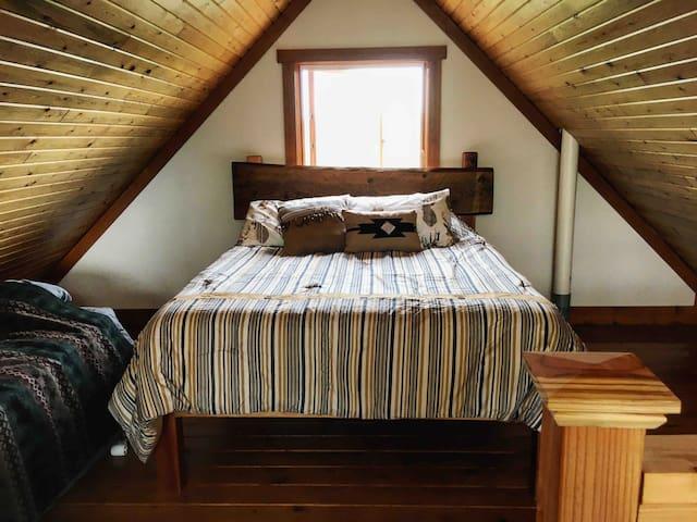 Loft bedroom. 1 queen and 1 twin bed