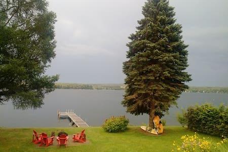 La vie au bord du lac Magog