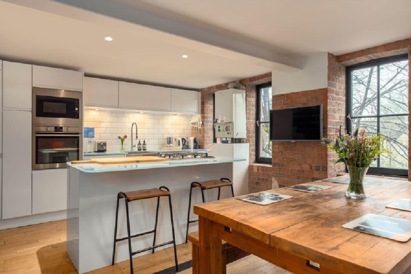 The Top    Lofts for Rent in London   Airbnb  England  United     En suite double room in converted school loft   London   Loft