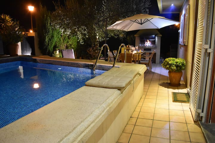 VILLA OLIVE WITH CLIMATIZED  POOL