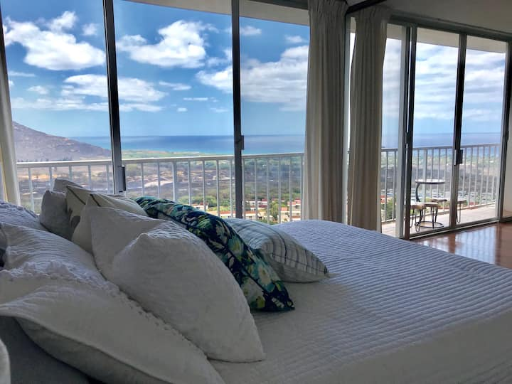 Panoramic Ocean/Mountain View  condo