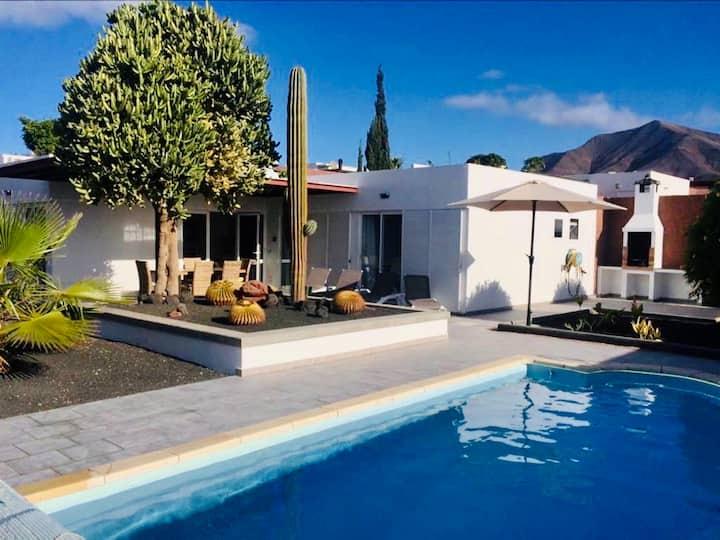 Neu! Villa Felicia-private Pool Villa-Playa Blanca