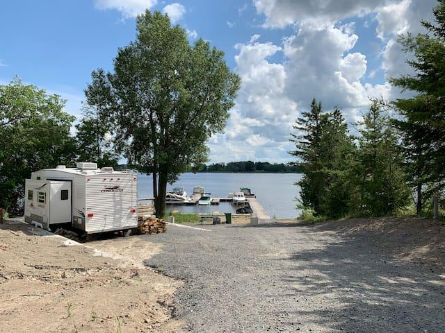 Bord de l'eau (Outaouais) avec location bateau