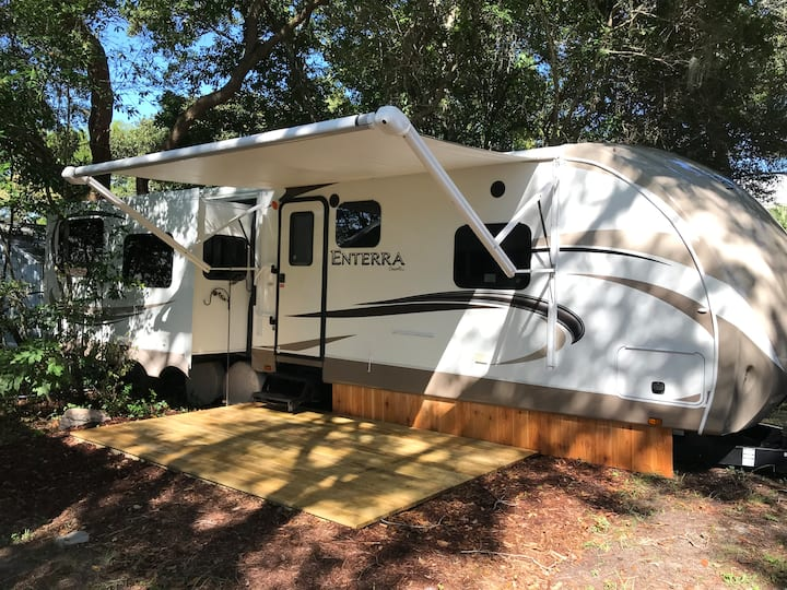 Cozy RV camper in heart of Fort Walton Beach