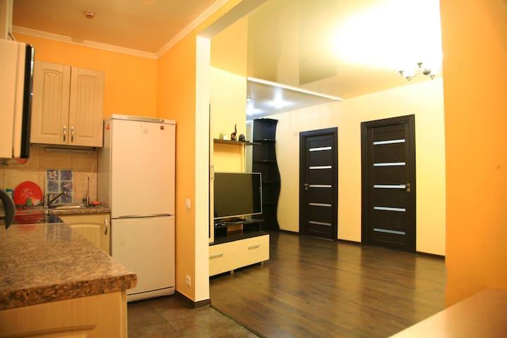 Трехкомнатные апартаменты с зоной барбекю - Yaroslavl' - Apartment