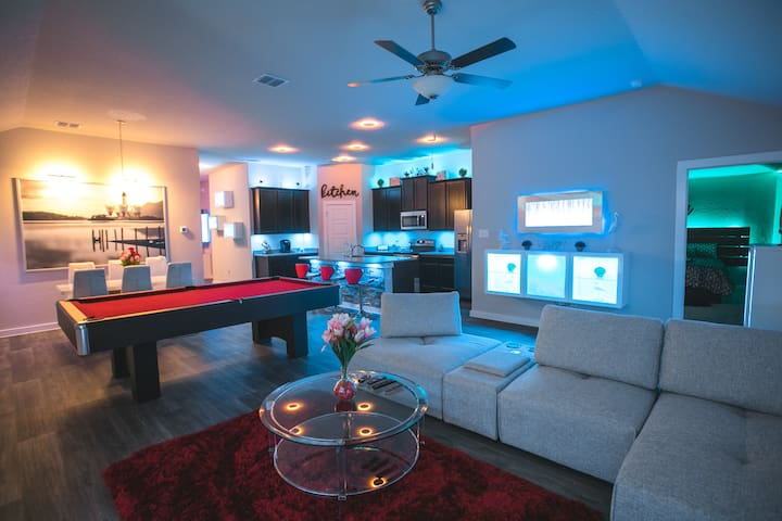Movie Theatre! Pool Table! Lackland! DREAM HOUSE!