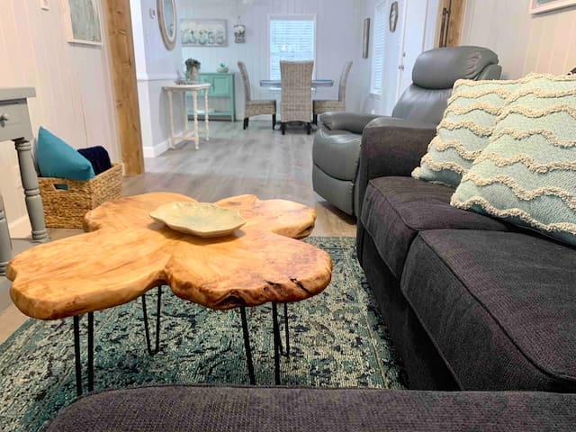 BayBreeze Cottage- 10-15 min to Eglin, VPS Airport