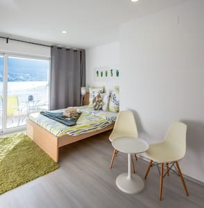 Modern Studio with Beautiful Sea View & Pool - Grebaštica